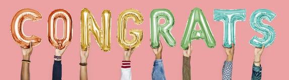 Kolorowi abecadło balony tworzy słów congrats fotografia royalty free