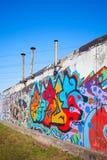 Kolorowi abstrakcjonistyczni graffiti malowali na starej szarości ścianie Fotografia Royalty Free