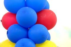 Kolorowi Błękitnej czerwieni balony obrazy stock