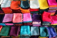 Kolorowi brogujący jedwabniczy scarves Zdjęcia Royalty Free