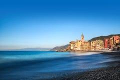 Kolorowi budynki na nabrzeżu przy Camogli Fotografia Royalty Free