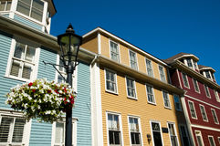 Kolorowi budynki na Wielkim George St Charlottetown, Kanada - zdjęcia stock