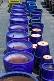Kolorowi ceramiczni garnki w rynku Obrazy Stock