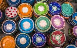 Kolorowi ceramiczni talerze zdjęcia royalty free