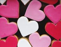 Kolorowi ciastek serca Kształtują Dekoracyjna miłość Smitten walentynki Fotografia Stock