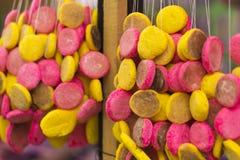 Kolorowi ciastka przy kraju jarmarkiem Zdjęcia Stock