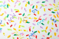 Kolorowi confetti i streamers Obraz Stock