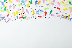 Kolorowi confetti i streamers Zdjęcie Stock