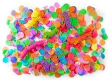 Kolorowi confetti i streamers z białym tłem jako templat Zdjęcie Stock