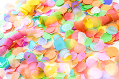Kolorowi confetti i streamers z białym tłem jako templat Obrazy Royalty Free