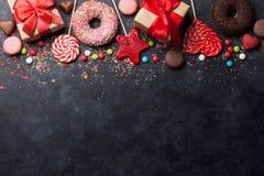 Kolorowi cukierki i prezentów pudełka Obraz Royalty Free