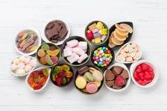 Kolorowi cukierki Lizaki i cukierki fotografia stock
