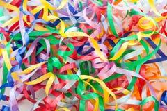 Kolorowi dekoracyjni prezentów faborki jako tło Zdjęcia Stock
