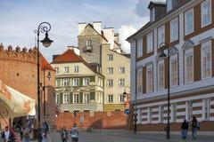 Kolorowi domy blisko forteca ściany w starym miasteczku w Warszawa Fotografia Royalty Free