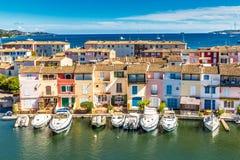 Kolorowi domy I łodzie W Portowym Francja Zdjęcia Stock