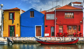 Kolorowi domy i typowe łodzie w Aveiro zdjęcie stock