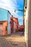 Kolorowi domy w Burano wyspie blisko Wenecja, Włochy zdjęcie royalty free