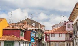 Kolorowi domy w dziejowym centrum Chaves obraz stock