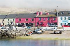 Kolorowi domy w Portmagee Zdjęcia Royalty Free