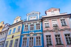 Kolorowi domy w Praga obrazy royalty free