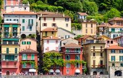 Kolorowi domy w Varenna miasteczku na jeziornym como, Włochy Zdjęcie Stock