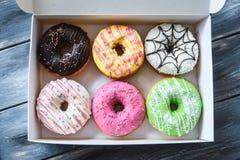 Kolorowi donuts w pudełku Obrazy Royalty Free