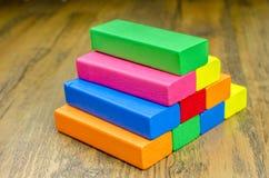 Kolorowi drewniani bloki gemowi dla dzieci Zdjęcia Royalty Free