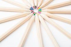 Kolorowi drewniani ołówki na białym tle obrazy stock