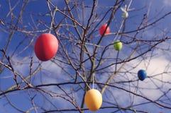 Kolorowi Easter jajka w powietrzu obrazy stock