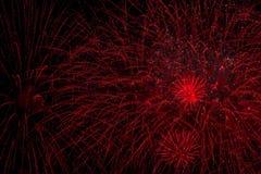 Kolorowi fajerwerki jako duży czerwień deszcz lub Bisser, Wybuchowi pirotechniczni przyrząda dla estetycznych i rozrywki purposes Obrazy Royalty Free