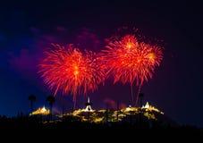 Kolorowi fajerwerki na czarnym nieba tle Phra Nakhon Khiri zdjęcie royalty free