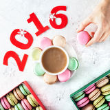 Kolorowi Francuscy macarons przy nowego roku czasem Obrazy Royalty Free