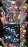 Kolorowi Francuscy Marshmallows i cukierki kształtujący jako Paupees i Eiffel Obrazy Stock