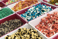 Kolorowi galaretowi cukierki dla sprzedaży przy rynkiem Zdjęcia Royalty Free