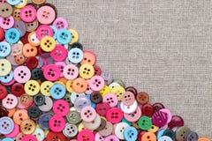 Kolorowi guziki dla szyć i rzemiosła Obrazy Stock