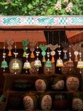 Kolorowi handmade ceramiczni dzwony obraz stock