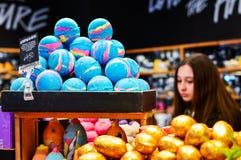 Kolorowi Handmade Kąpielowi produkty od Luksusowego kosmetyka sklepu zdjęcia stock