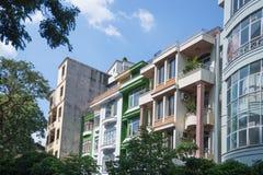 Kolorowi i chaotyczni domy w centrum miasta Zdjęcia Stock
