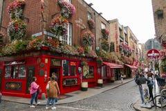 Kolorowi Irlandzcy puby w świątynia barze, Dublin, Irlandia obrazy royalty free