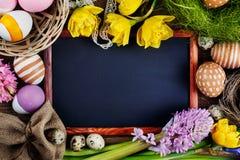 Kolorowi jajka Easter kwiaty i Fotografia Stock