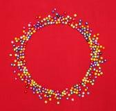 Kolorowi koraliki, okręgu kształta przestrzeń dla fotografii lub tekst, Obraz Stock