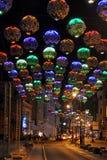 Kolorowi kwiatów światła na Bolshaya Dmitrovka, Moskwa nocą - Zdjęcie Royalty Free