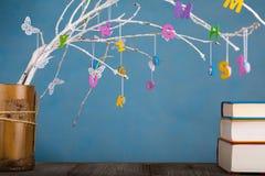 Kolorowi listy na drzewnych gałązkach obrazy royalty free