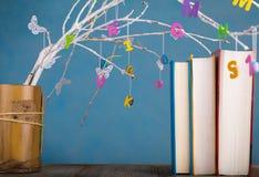 Kolorowi listy na drzewnych gałązkach zdjęcie royalty free