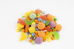Kolorowi lizaki i różny barwiony round cukierek obraz stock