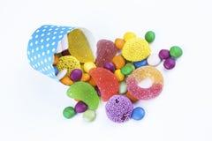 Kolorowi lizaki i różny barwiony round cukierek fotografia stock