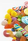 Kolorowi lizaki i różny barwiony round cukierek obrazy royalty free