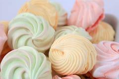 Kolorowi macaroons, buziaków ciastka obraz stock