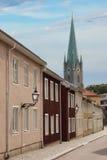 Kolorowi malujący domy i katedra. Linkoping. Szwecja fotografia stock