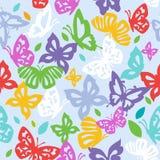 Kolorowi motyle w rocznika stylu latają na błękitnym tle Obraz Royalty Free